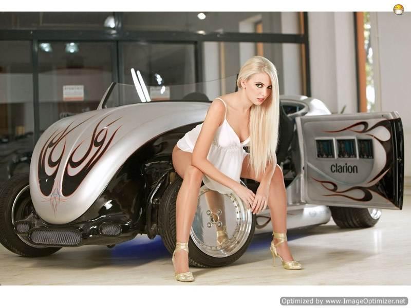 Шикарная блондинка с томным взглядом