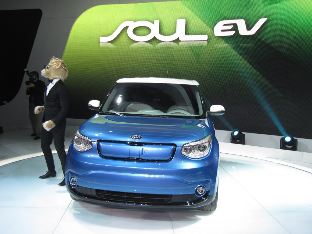 2015-kia-soul-ev-launch-at-2014-chicago-auto-show_100456690_l