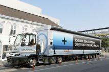 BMW представила свой первый уникальный электрический 40-тонный грузовик для перевозки автозапчастей в пределах своей компании