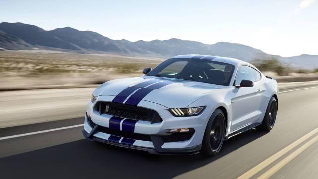 Сможет ли новенький спорткар Ford Mustang Shelby GT 500 конкурировать со своим предшественником GT350R после выхода на рынок