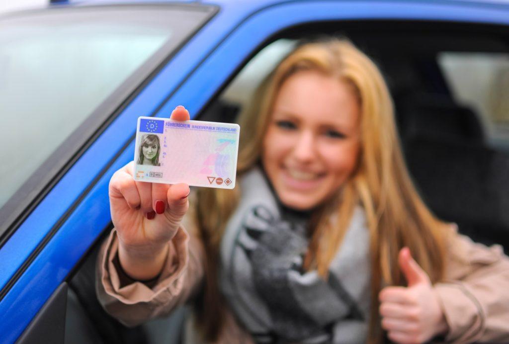 В Украине будут выдавать новые водительские права