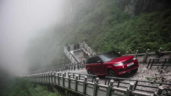 Range Rover Sport: 99 поворотов и 999 ступеней