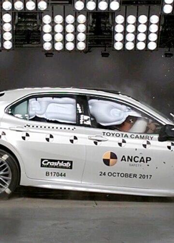 Краш-тест Toyota Camry в замедленной съемке