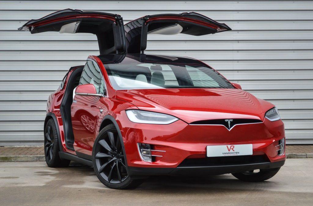 Tesla Model X – перевернуть невозможно