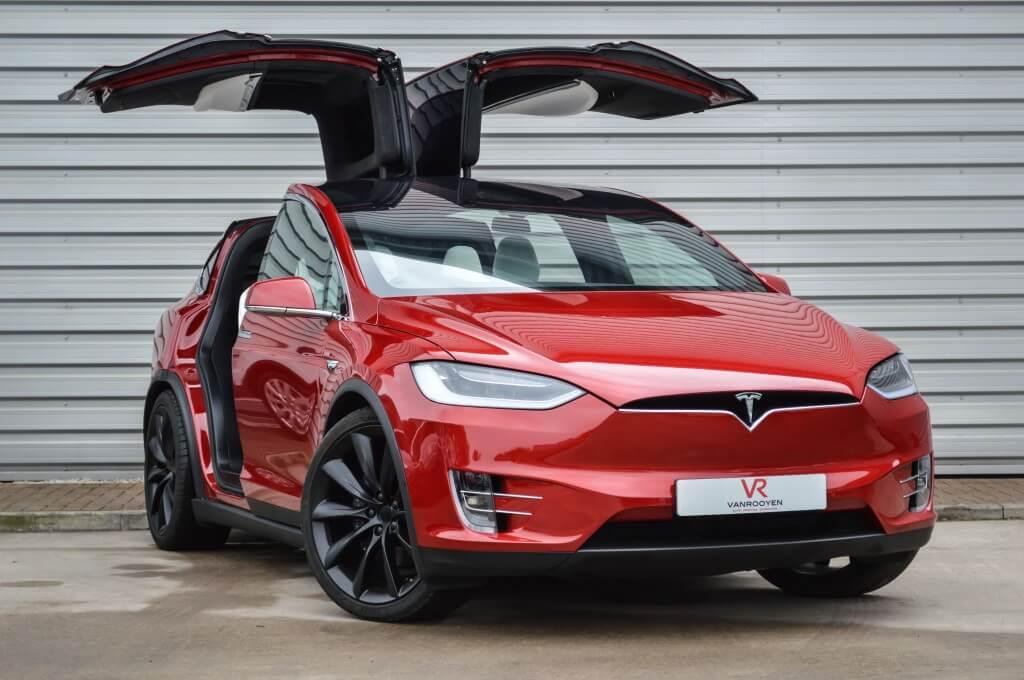 esla Model X – перевернуть невозможно
