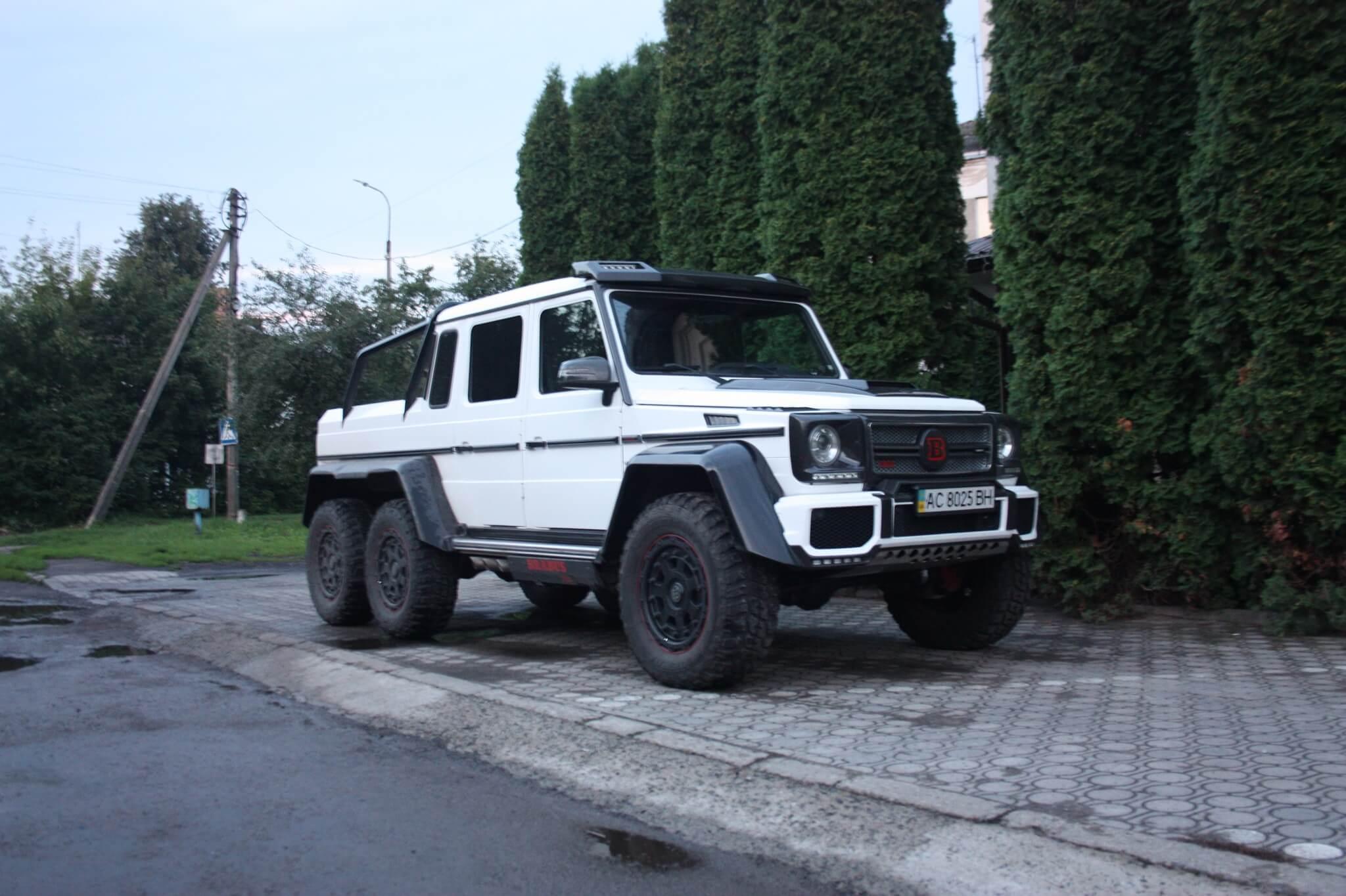 В Луцке замечен шестиколесный Brabus B63S-700
