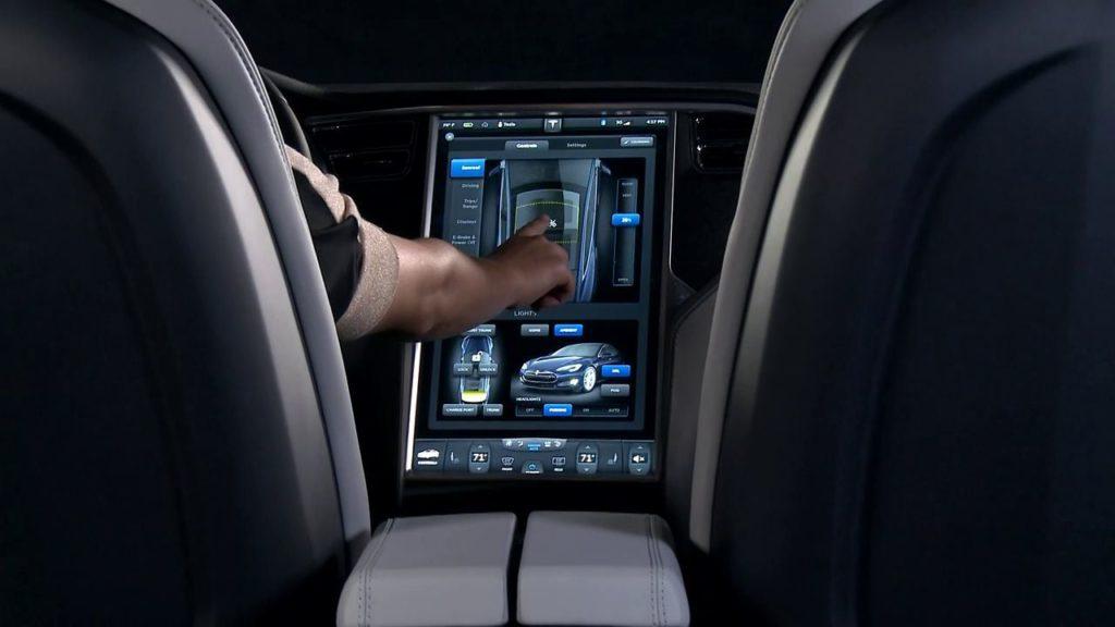 Сенсорный экран автомобиля