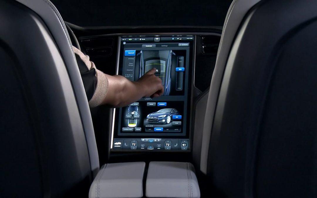 Безопасны ли автомобильные сенсорные экраны во время вождения?
